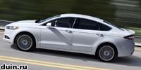 Ford Mondeo 2013 белый сбоку в движении