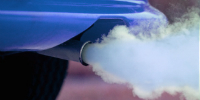 О чем говорит синий дым из выхлопной трубы?
