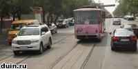 трамвайные пути и бордюр
