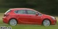 Opel Astra J вид сбоку в движении красный
