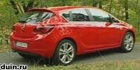 Opel Astra J красный вид сзади полубоком