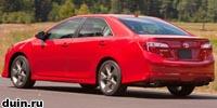 Toyota Camry 2012 года красный сзади
